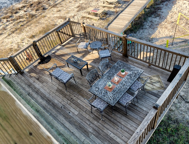 Outdoor Dining at The Bay House