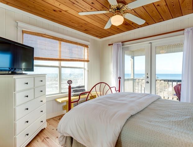 NE Queen Bedroom Dauphin Island Beach Rental