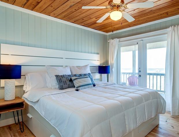 N King Bedroom Bay View
