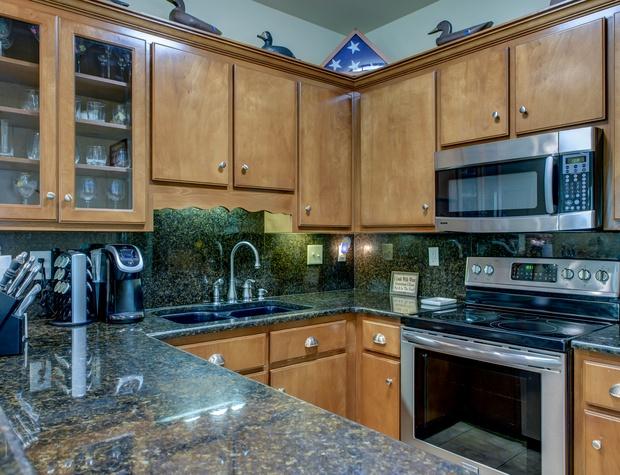 La Retraite Nice Kitchen Stone Counters Dauphin Island
