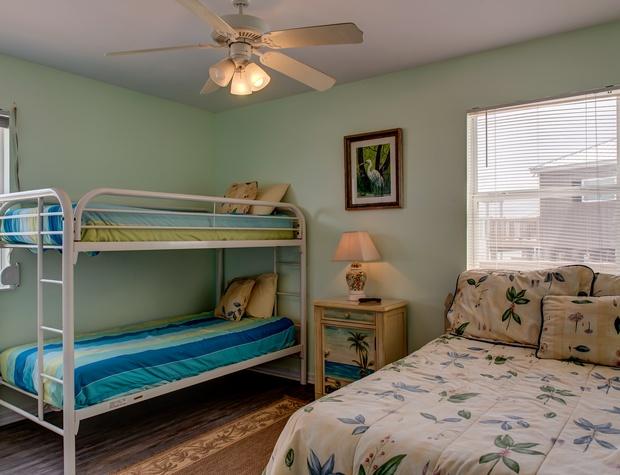 45 Bedroom 2.jpg