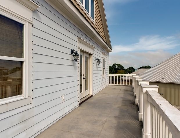 78 2nd Level Front Deck.jpg