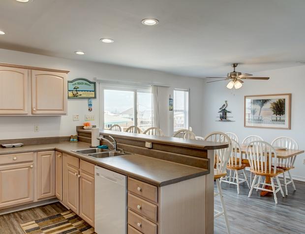 31 Kitchen.jpg