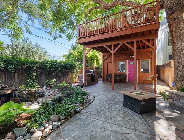 Back Yard (MUST see house rules for grill and fire-pit details)