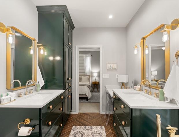 Primary Ensuite Bathroom with Dual Vanity
