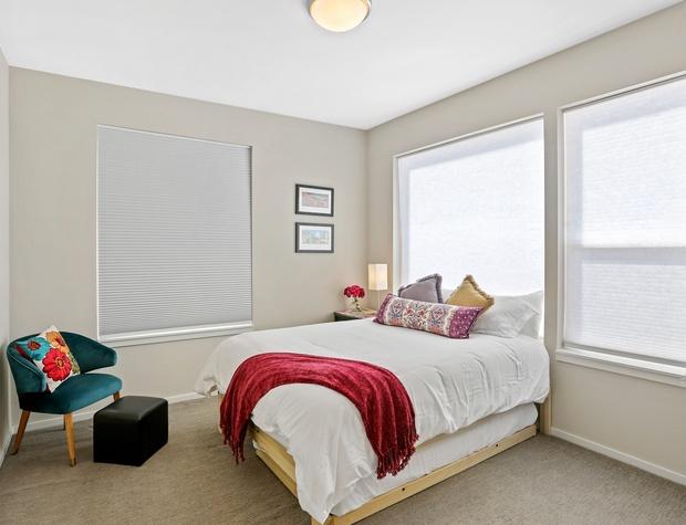 Queen w/ Twin Trundle Bedroom