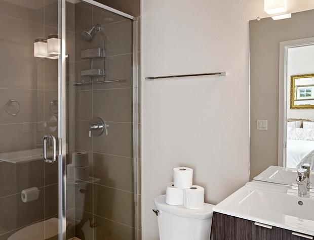 King Ensuite Bathroom