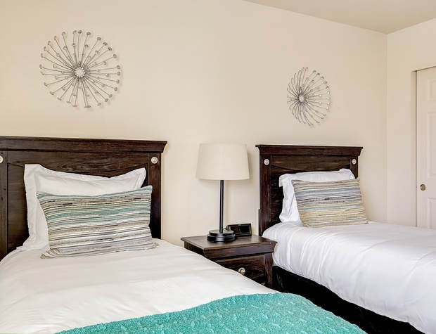 Two twin beds in Bedroom 3