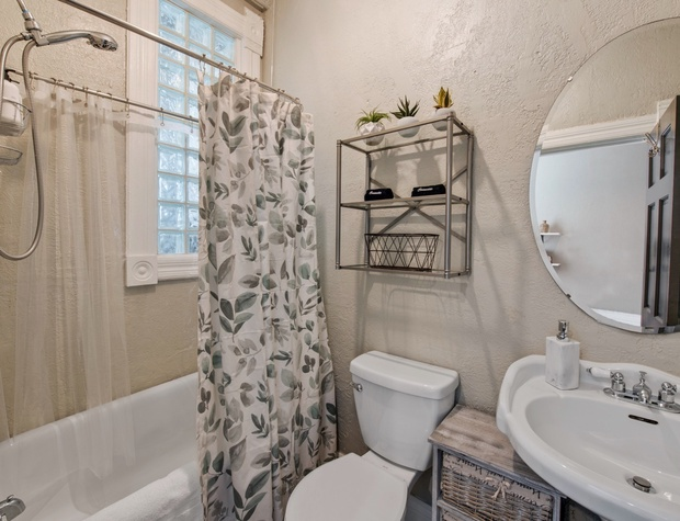 Shared Ensuite Bathroom in the Connecting Bedroom (#2)