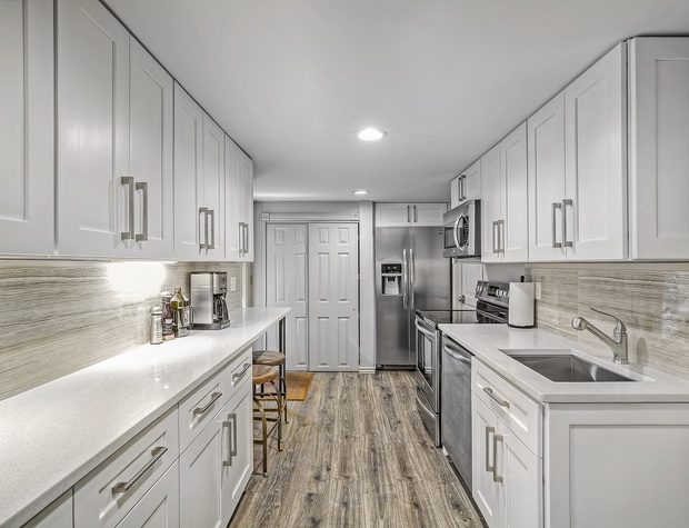 Spacious Kitchen Equipped with Everything You Need!