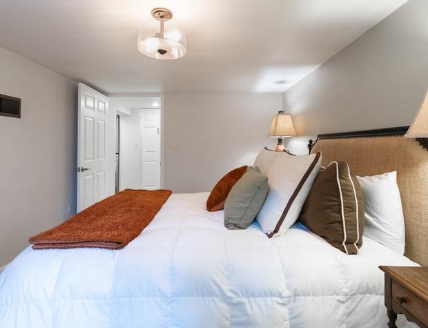Queen bed in bedroom 3