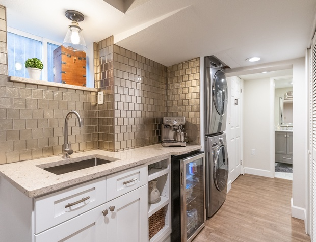 Wet bar and laundry machines in the lower living area