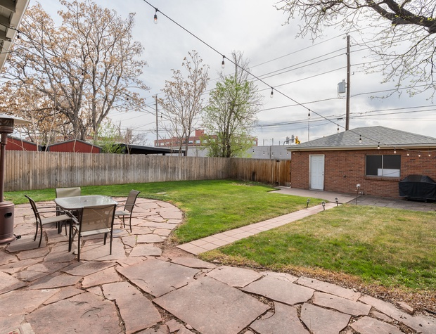 Fully fenced-in backyard (garage not available)