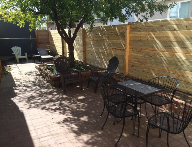 Outdoor Patio w/ Seating