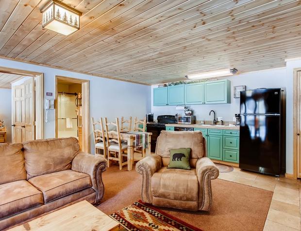 02 Creekside Suites 12.jpg