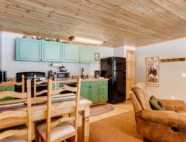 06 Creekside Suites 12.jpg