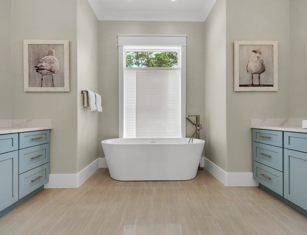 Lakeside Rendezvous | 1st Floor Master Bath with soaker tub