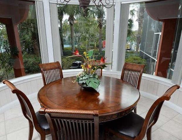 Sanding Ovation | Dining Area