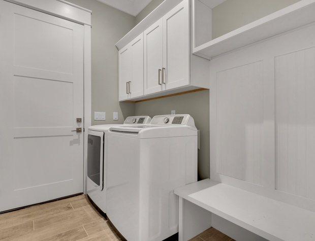 Lakeside Rendezvous |Laundry Room
