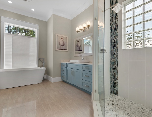 Lakeside Rendezvous | 1st Floor Master Bath