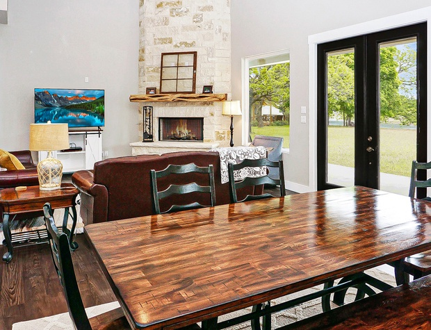 Open dining for up to six