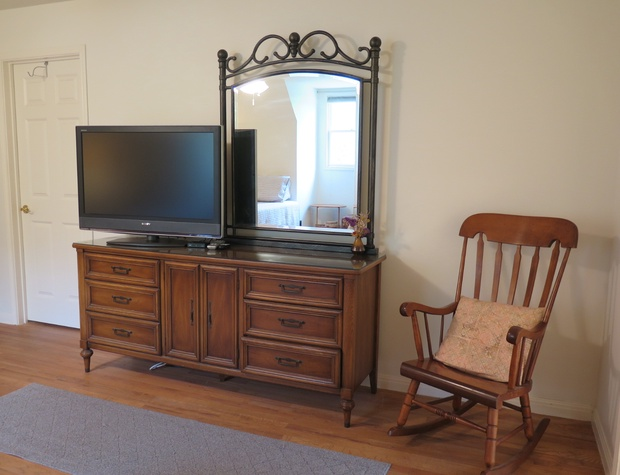 Inn Keepers Cottage double queen TV