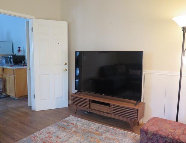 Inn Keepers Cottage TV room2