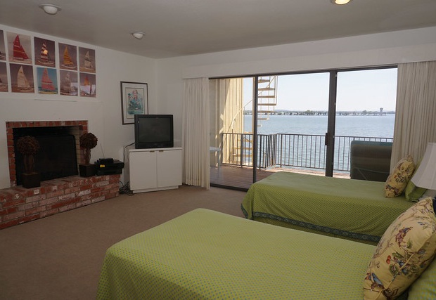 Two twin beds with balcony access
