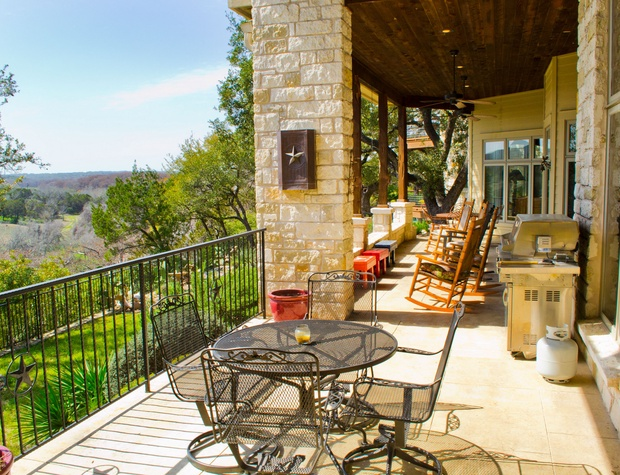 Expansive deck with outdoor seating and views!