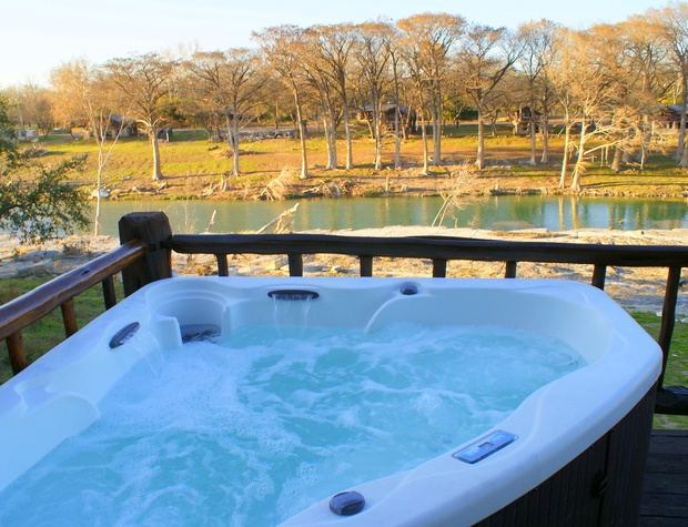 Hot tub with fantastic view of the Blanco River