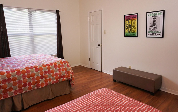 This bedroom also has a twin bed