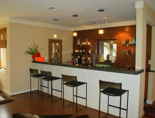 Wet bar just off the living area - the perfect spot to entertain your group!