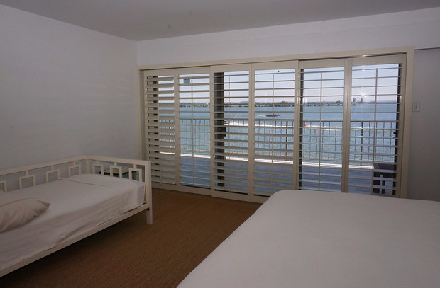 This bedroom also has a day bed