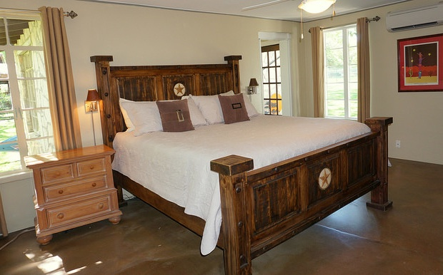 2nd main house bedroom with King sized bed