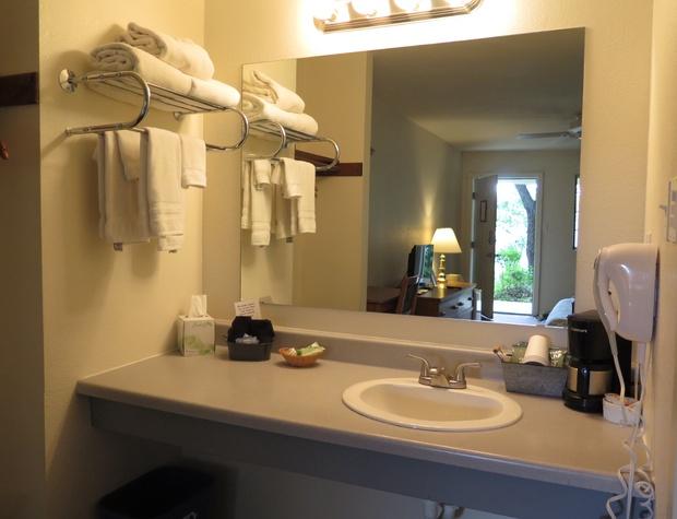Room 9 Vanity.JPG