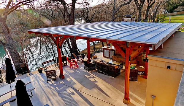 Outdoor kitchen and covered seatnig