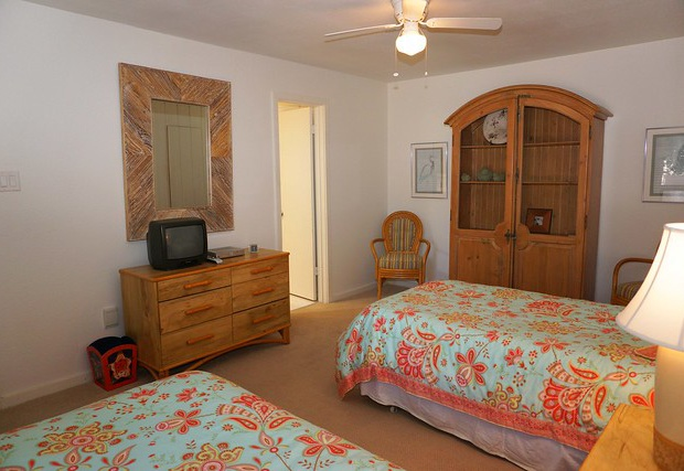 Two twin beds with ensuite bathroom