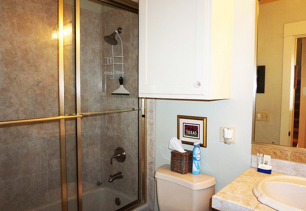 Upstairs full bathroom with tub/shower combo