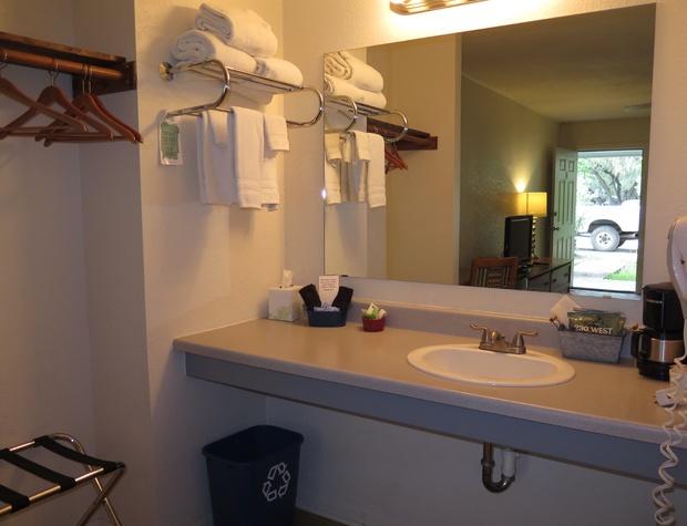Room 4 Vanity.JPG