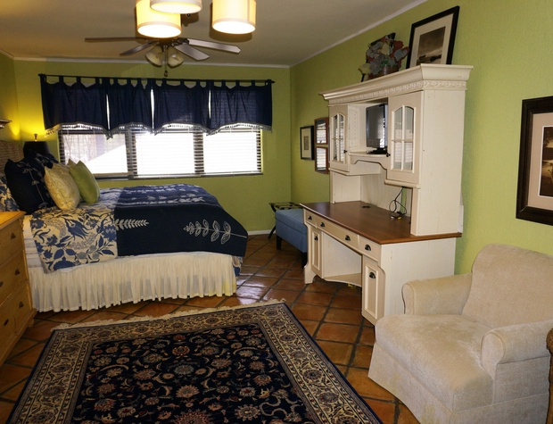 King size bed and desk
