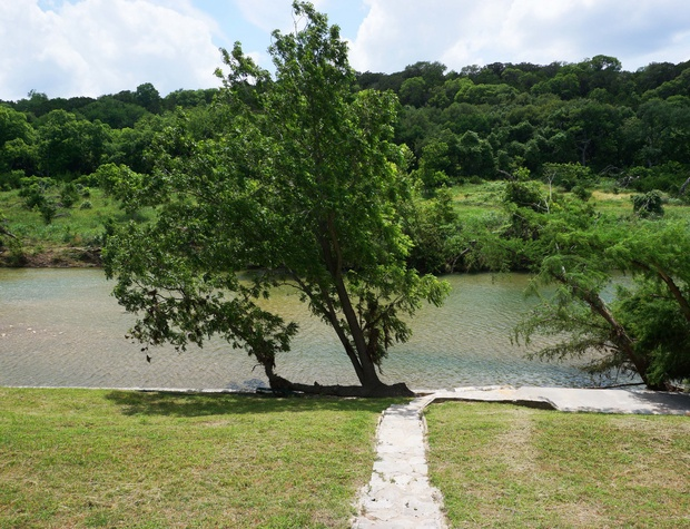 Expansive river and hill country views!