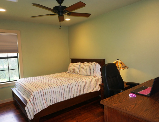 Second bedroom with a queen size bed