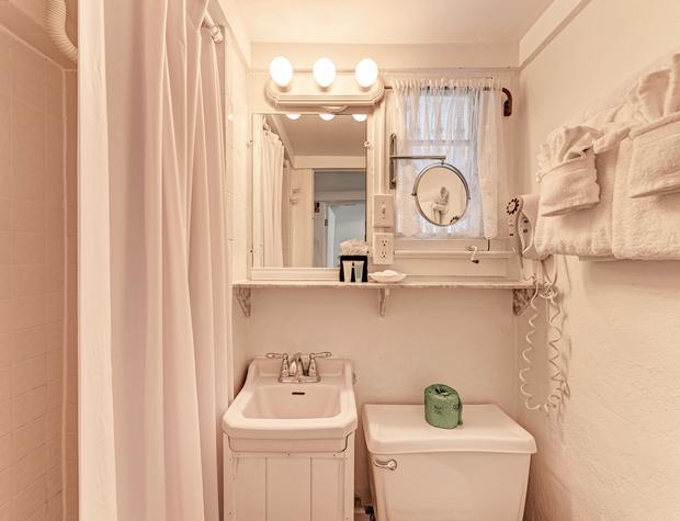 Bathroom Dodt 1