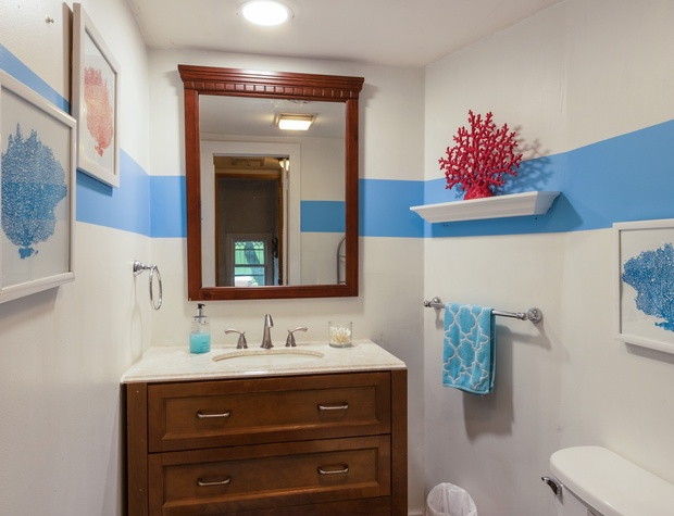 Upstairs 1/2 Bathroom.jpg