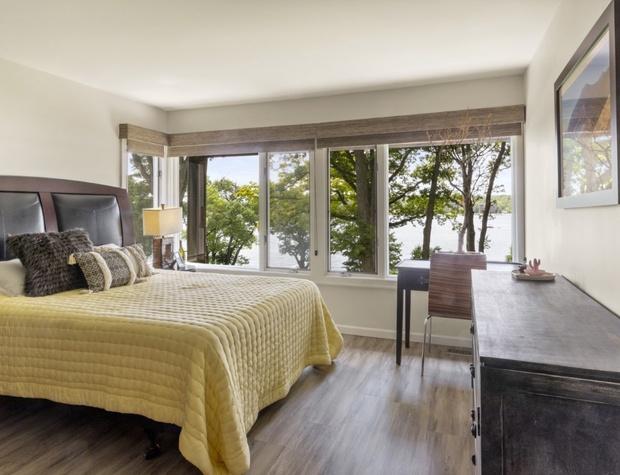 Lake Side Bedroom 2.jpg