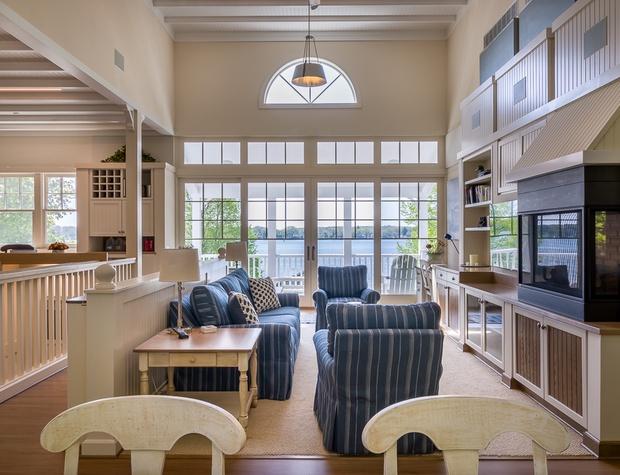 Living Room Pic 1.jpg