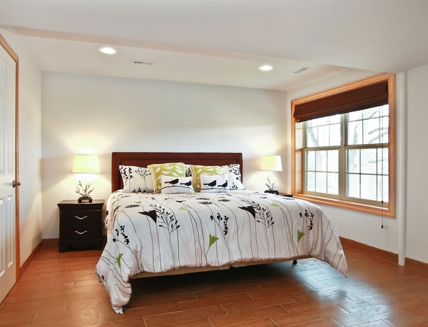 19_W5619WestshoreDrive_18004_Bedroom_HiRes.jpg