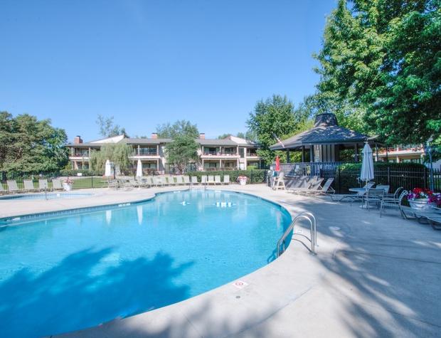 Outdoor Association Pool Pic 3.jpg
