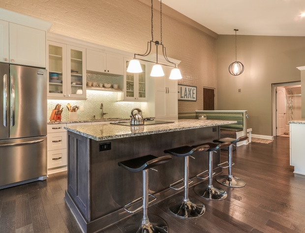 Kitchen and counter seating.jpg