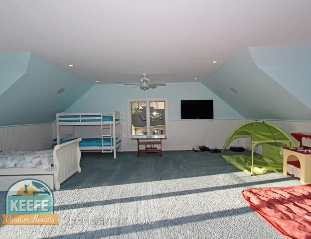 Large Upstairs Bedroom 2.jpg